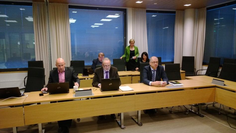 Kaupunginjohtaja Antti Rantakokko (oik.) esitteli keskiviikkona ensi vuoden talousarvioesityksensä
